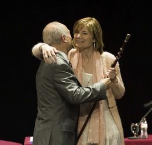 Lluïsa Moret rep de Jaume Bosch el bastó de comandament // Maria Roda