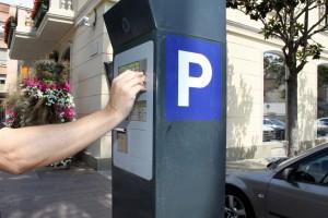 S'ha instal·lat un parquímetre a la plaça de l'Ajuntament pels usuaris de l'aparcament de zona blava // Ajuntament de Sant Boi