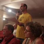 Jordi Noe va ser l'encarregat de llegir la moció al ple municipal // Maria Roda
