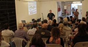 En Lluïs, de la comissió gestero de l'Ateneu Popular de Nou Barris explica la seva experiència. // Maria Roda