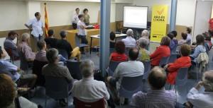 Més de 50 persones van assistir a la presentació de la segona fase de la campanya 'Ara és l'Hora'. // Maria Roda
