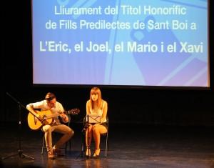 La música, a càrrec de les orquestres de l'Escola Municipal de Música i de dos joves amics d'un dels nens,  va ser el fil conductor de l'homenatge. // Maria Roda