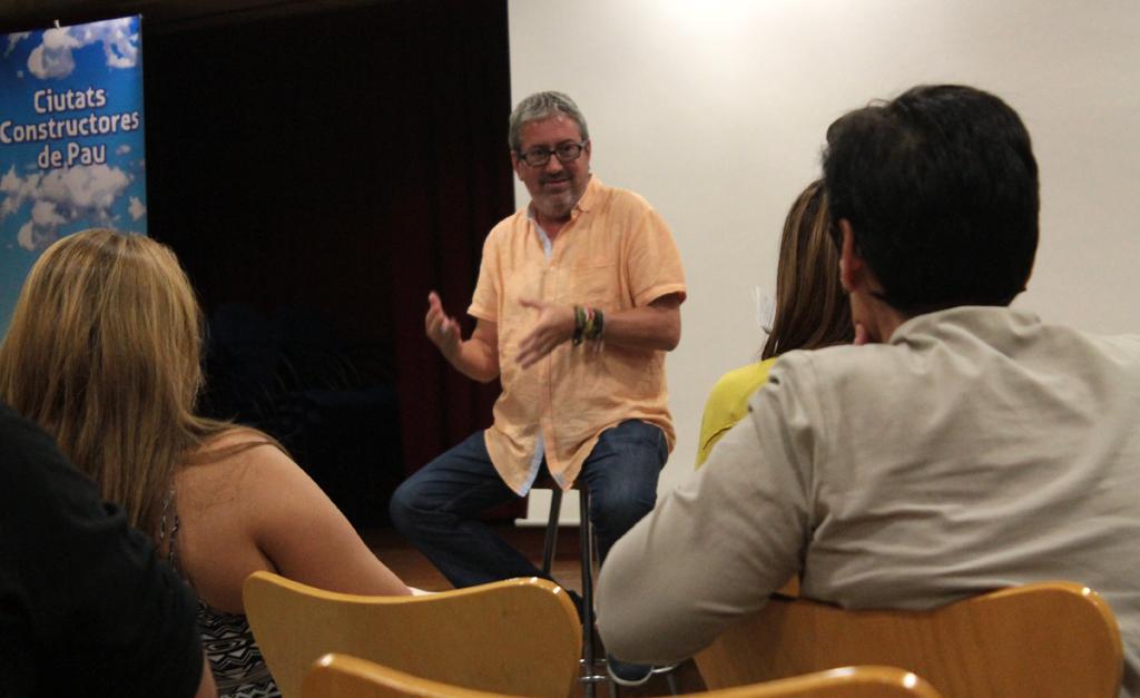 Chema Caballero se mostró muy receptivo a todas las cuestiones que le planteó el público // Maria Roda