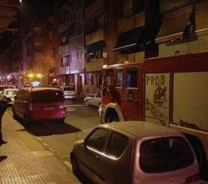 Els bombers treballant sobre la zona // Álex Pérez