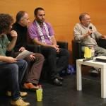 Meir Margalit (segon per la dreta) i Issa Amro (tercer per la dreta) van exposar els seus punts de vista a Can Massallera // David Guerrero