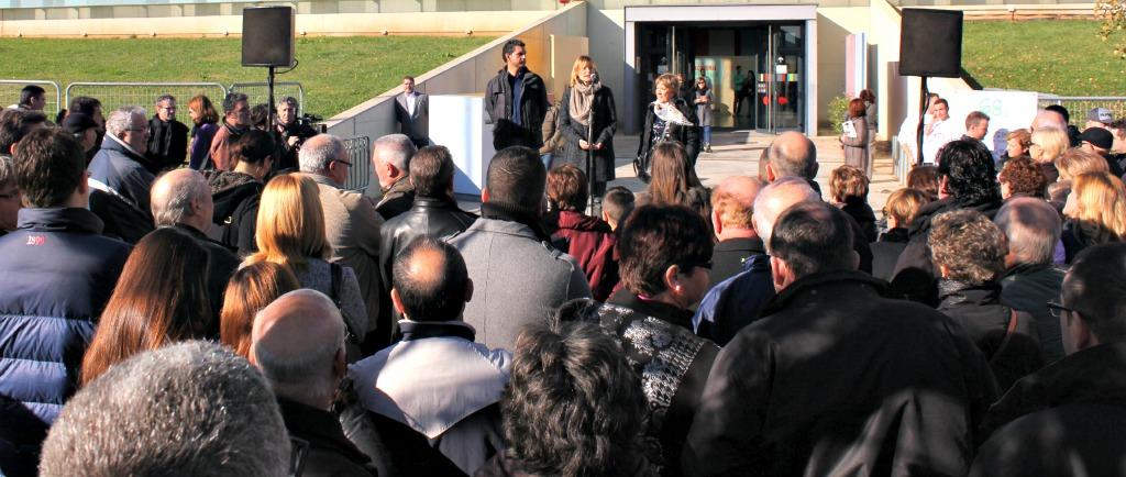 D'esquerra a dreta: Ramon Ferrando, president de la Federació de Fires de Catalunya; Lluïsa Moret, alcaldessa de Sant Boi; Montserrat Mirabent, regidora de Fires i Cultura // David Guerrero