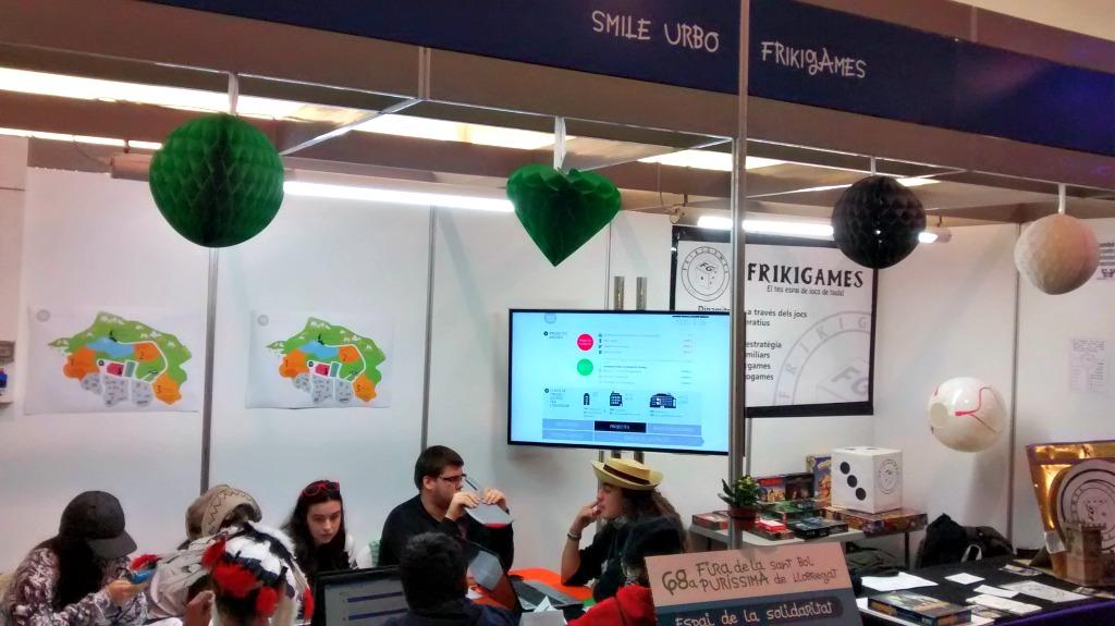 L'estand de Frikigames ha permès jugar a Smile Urbo durant la Puríssima // Alberto Martínez