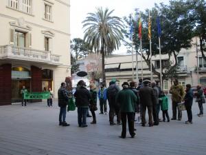 Durant la concentració contra la llei mordassa es va desplegar una pancarta on es llegia 'No a la llei mordassa. Franco ha tornat' // Maria Roda