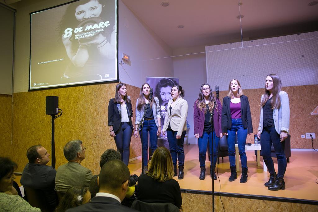 El grup coral durant la seva actuació // Ajuntament de Sant Boi