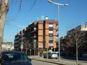 L'antena, situada al carrer Antoni Rubió i Lluch // Plataforma de Marianao contra les antenes de telefonia mòbil