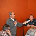Rafa López en representació dels veïns afectats per l'antena durant el ple municipal de març // Elisenda Colell