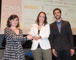 La tècnica de l'Ajuntament, Elsa Paredes, rep el premi al congrès CNIS // Ajuntament de Sant Boi