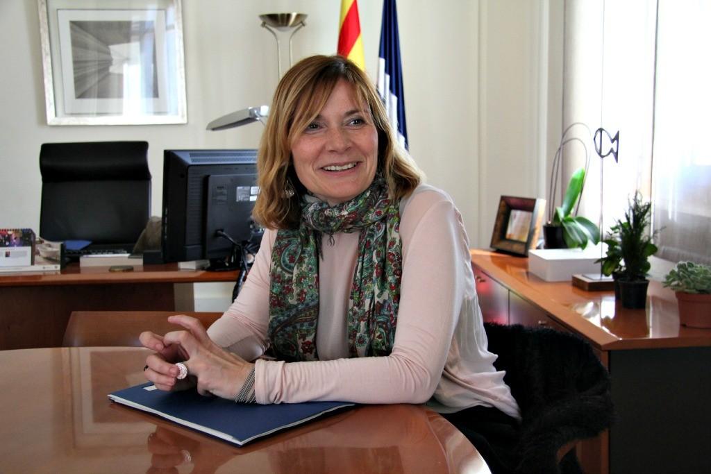 L'alcaldessa, Lluïsa Moret, durant l'entrevista al seu despatx // David Guerrero