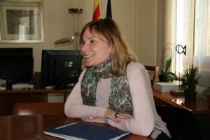 L'alcaldessa, Lluïsa Moret, durant l'entrevista al despatx d'alcaldia // David Guerrero