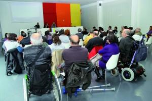 La sessió del Pacte Local per la Inclusió es va celebrar a la biblioteca Jordi Rubió i Balaguer // Ajuntament de Sant Boi