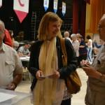 Lluïsa Moret, amb el vot entre les mans// Elisenda Colell
