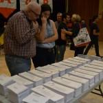 Santboiants decidint el seu vot // Elisenda Colel