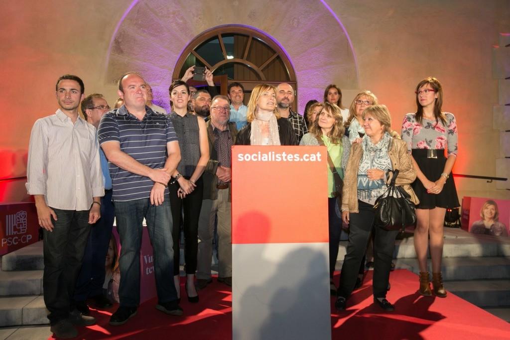 L'alcaldessa, LLuïsa Moret, al centre, acompanyada de l'equip que conforma la candidatura del PSC // PSC Sant Boi