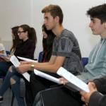 Alumnes de l'institut Marianao participant en una de les activitats del projecte PIES // Ajuntament de Sant Boi