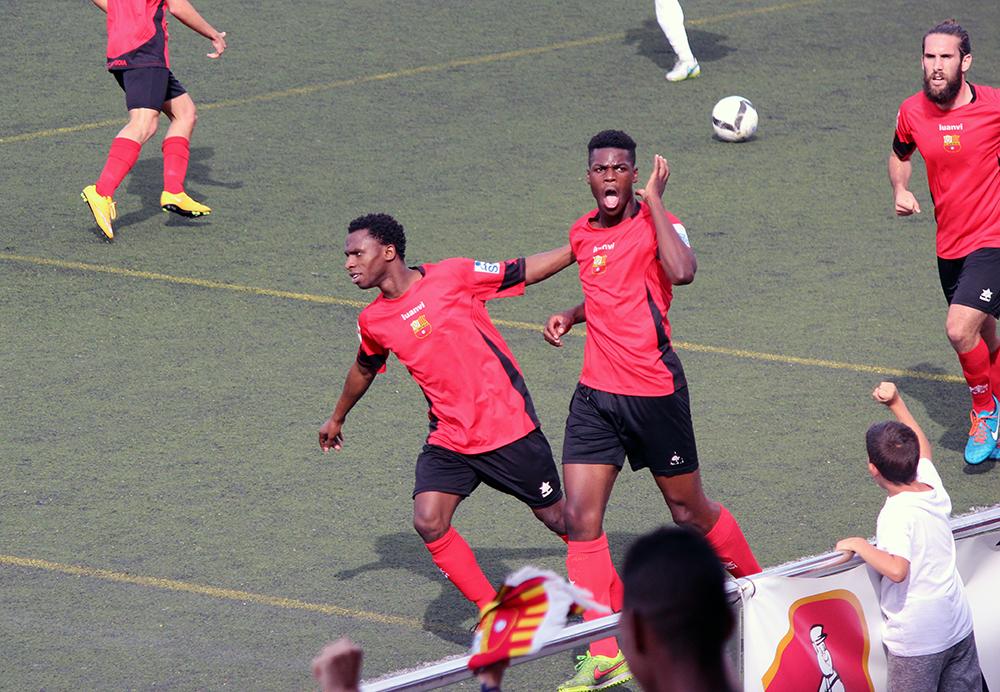 Kata celebrant l'1 a 0 que donava esperances als de Sant Boi // Jose Polo