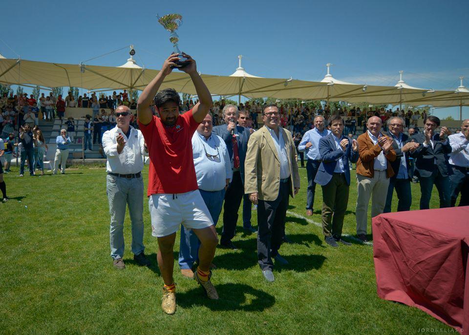 La UE Santboiana recollint la copa de subcampió // Jordi Elias (UE Santboiana)