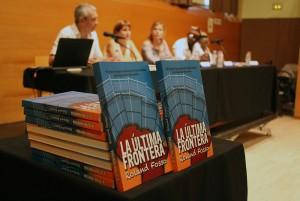 Detalle del libro durante la presentación // Jose Polo