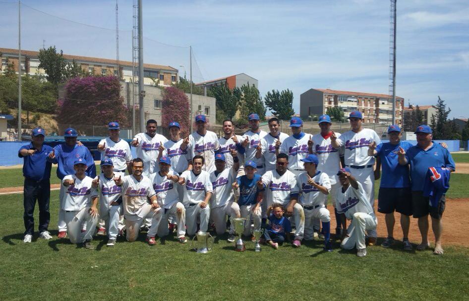 Los jugadores y el equipo técnico del CBS Sant Boi después de ganar la Copa del Rey // CBS Sant Boi