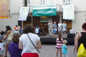 Imatge de la lectura del manifest a la plaça de l'Ajuntament // Ajuntament de Sant Boi
