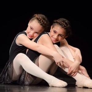 Maria Lamuela i Carla Ruiz en una de les seves actuacions // @marialamuelaoficial