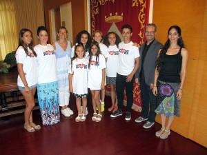 Els artistes de Loida Grau amb les autoritats municipals // Ajuntament de Sant Boi