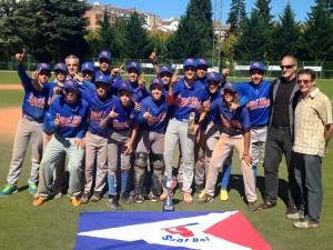 L'equip celebrant la victòria // CBS Sant Boi