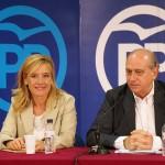 Marina Lozano y Jorge Fernández Díaz en un acto con militantes en L'Olivera // David Guerrero