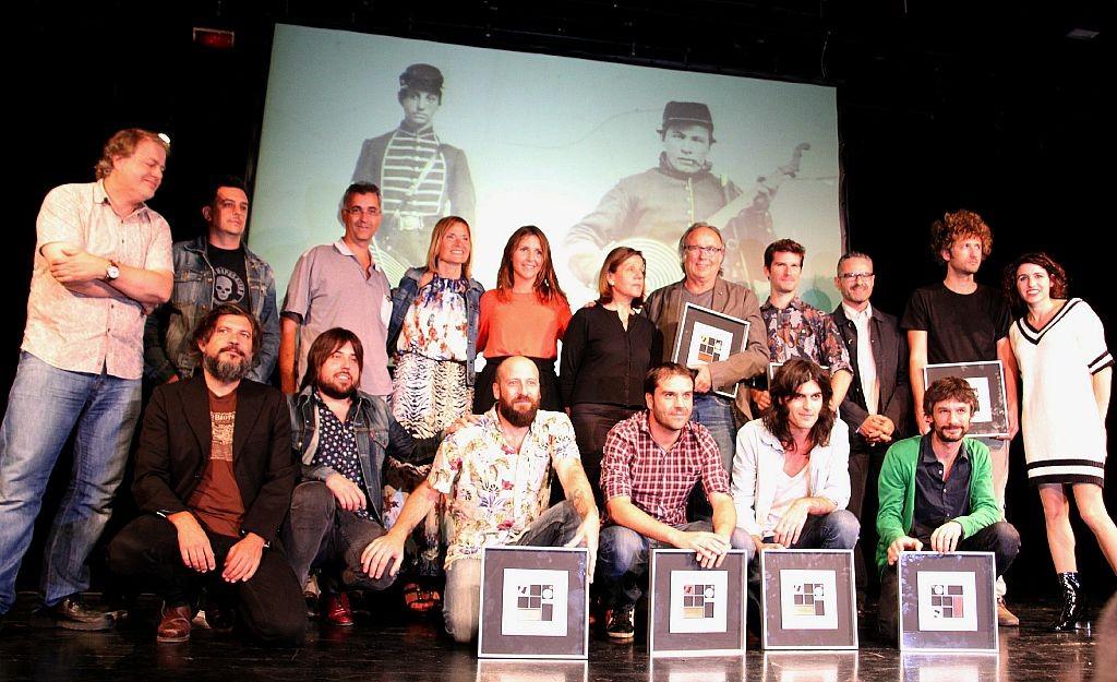 Fotografia de tots els premiats i el jurat dels Premis Altaveu 2015 // Elisenda Colell