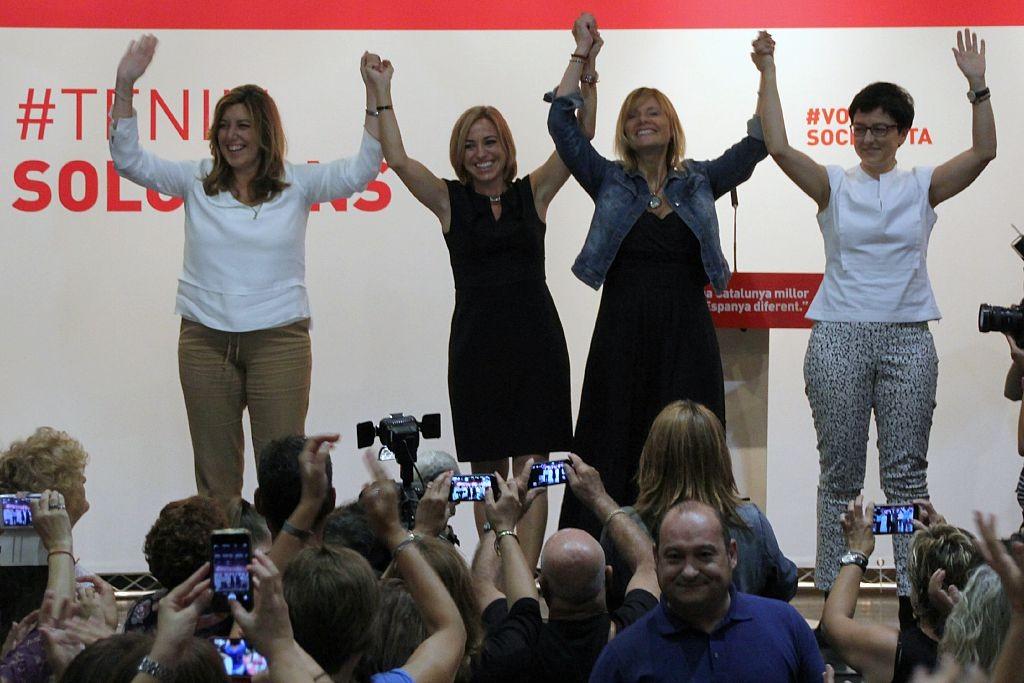 Susana Díaz, Carme Chacón, Lluïsa Moret y Eva Granados se han dado un baño de masas en Can Massallera // David Guerrero