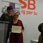 La guanyadora, Carmen Vila, amb la tinenta d'Igualtat, Laura Solís // Elisenda Colell