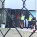 Agents de la Policia durant l'escorcoll // Marc Pidelaserra