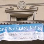 Pancarta a favor de l'arribada de refugiats al balcó de l'Ajuntament // Ajuntament de Sant Boi de Llobregat