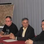 Els membres de DEPANA José García, Francesc Espinal i Josep Capmany, durant la presentació del recurs al PDU // Marc Pidelaserra