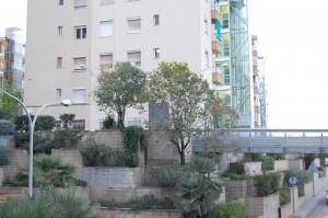 La zona del mur de Ciutat Cooperativa es reformarà per ser una plaça // Marc Pidelaserra