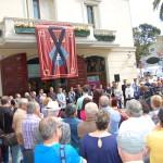 Un moment de la concentració silenciosa a la plaça de l'Ajuntament // Marc Pidelaserra
