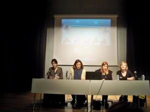 Imatge de la presentació del manifest contra la regulació de la prostitució, amb l'alcaldessa Lluïsa Moret (dreta) // PSC Baix Llobregat