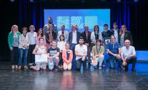 Foto de família de tots els premiats // Ajuntament de Sant Boi