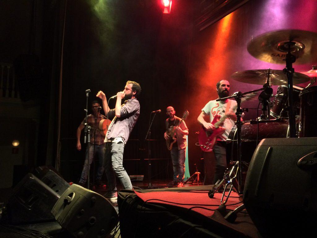 El grup va transmetre solidesa i energia dalt de l'escenari // Marc Pidelaserra