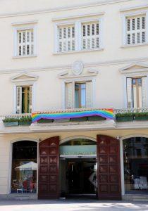 L'Ajuntament ha penjat la bandera al balcó de la casa de la Vila // Ajuntament de Sant Boi de Llobregat