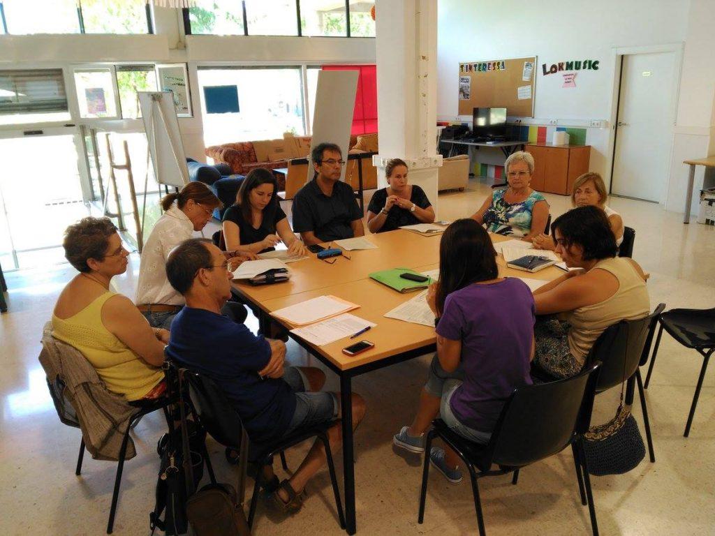Una reunió de la Comissió Psicosocial al local de plaça Mercè Rodoreda // Marianao Té Cor