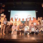 Foto de família dels premiats en el 28è Festival Altaveu // Ajuntament de Sant Boi