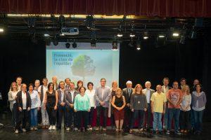 Fotografia de família de l'acte de constitució de la Taula de Salut Mental // Ajuntament de Sant Boi
