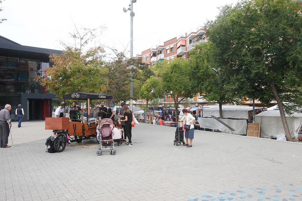 La Cafetera s'instal·la davant del mercat de la Muntanyeta // Ajuntament de Sant Boi