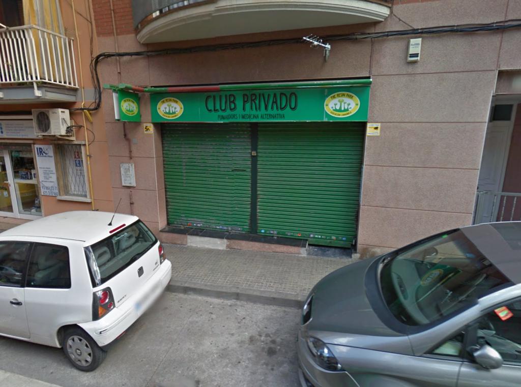 Un dels clubs cannàbics de la ciutat, situat al carrer Rosselló // Google