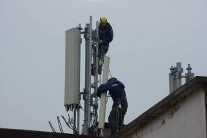 Vodafone ha acabat ordenant la retirada dos anys després d'instal·lar l'antena // Jordi Biel